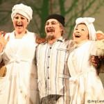 Don Magnifico: Shavleg Armasi, Tisbe: Okka von der Damerau, Clorinde: Ina Yoshikawa